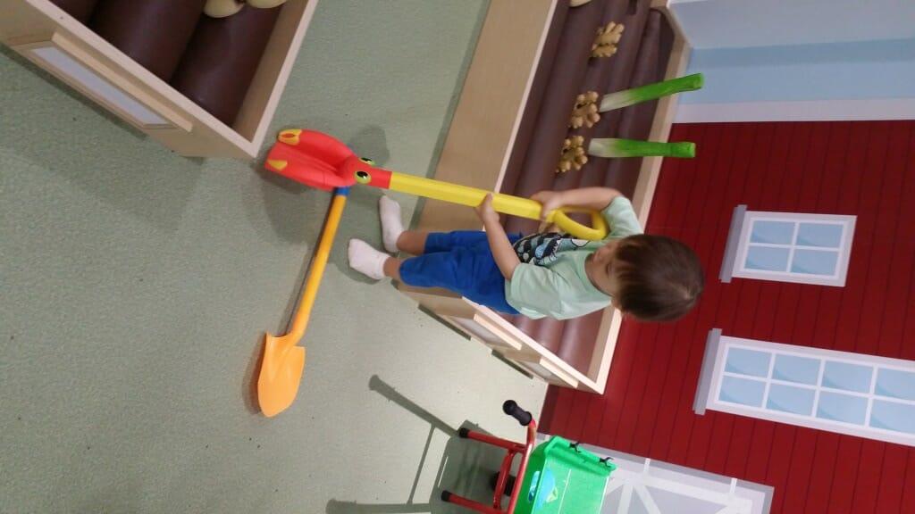 I like this big shovel!