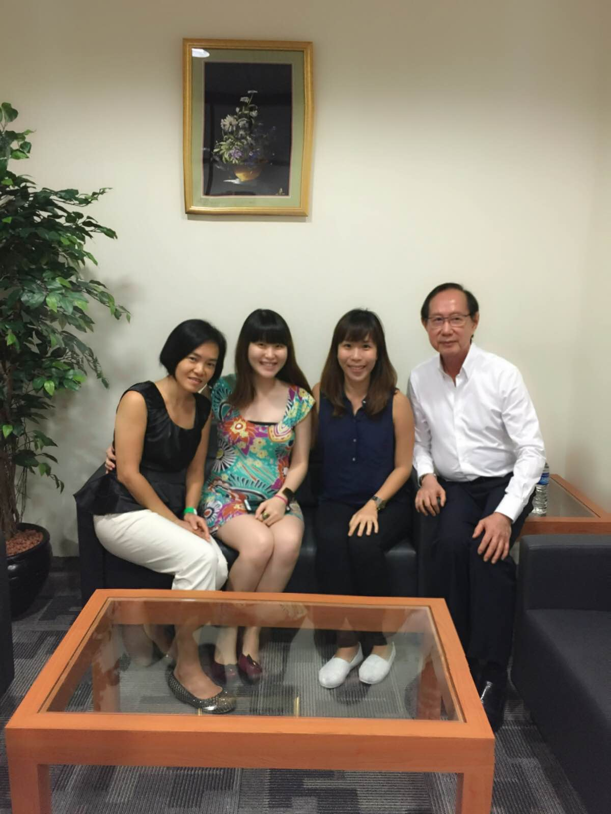 Dr.Ang with the Mother Bloggers!